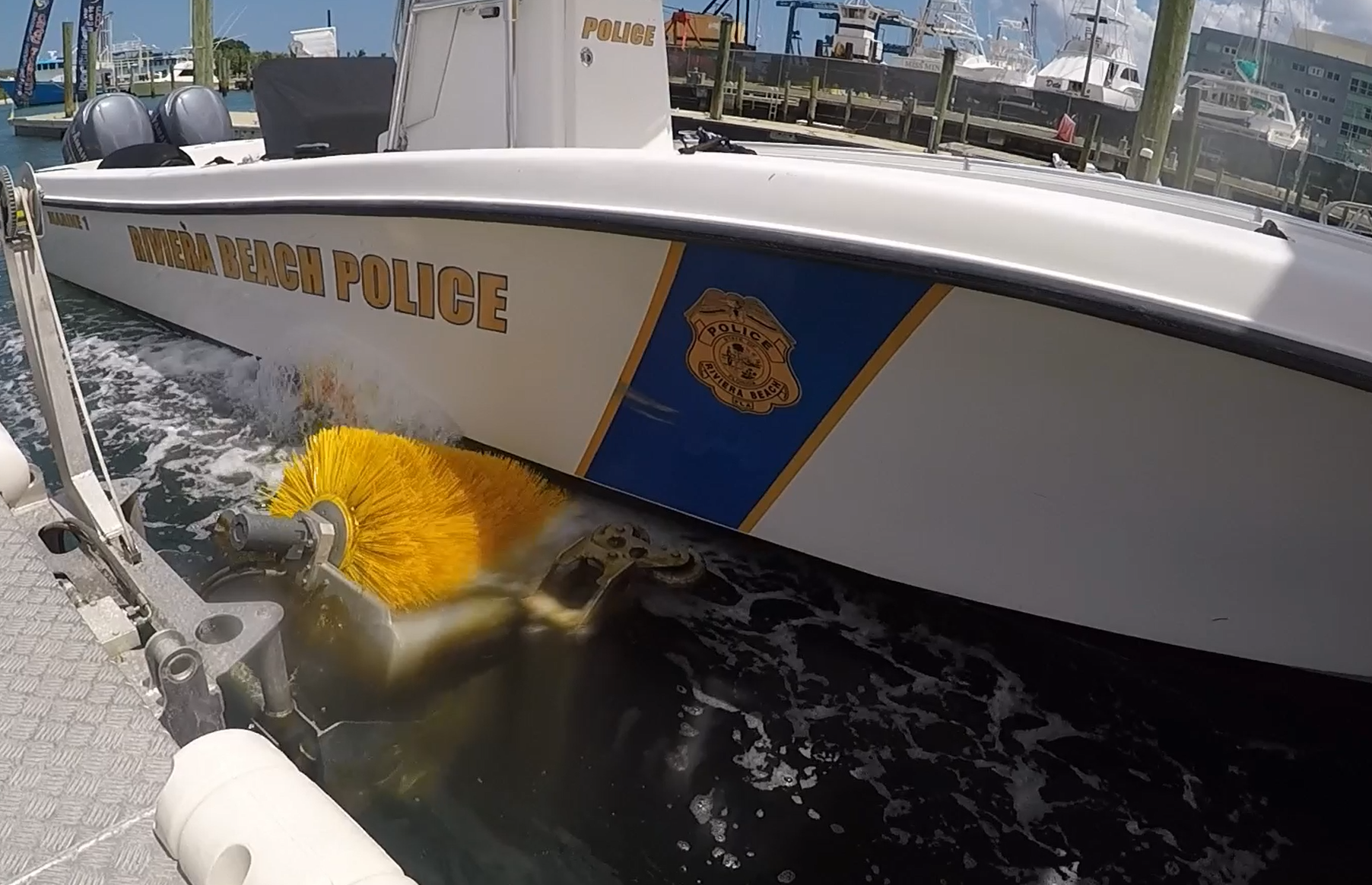 Drive-in Boatwash cleaning police boat
